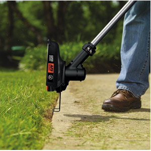BLACK&DECKER LST136W String Trimmer